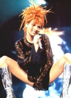 Le Top Savates - Page 2 Mylene_Farmer